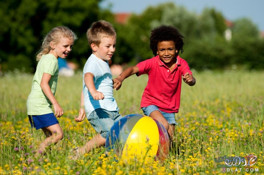 صور اطفال يلعبون 2