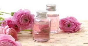 -300x157 فوائد ماء الورد لتفتيح البشرة وعلاج مشاكلها