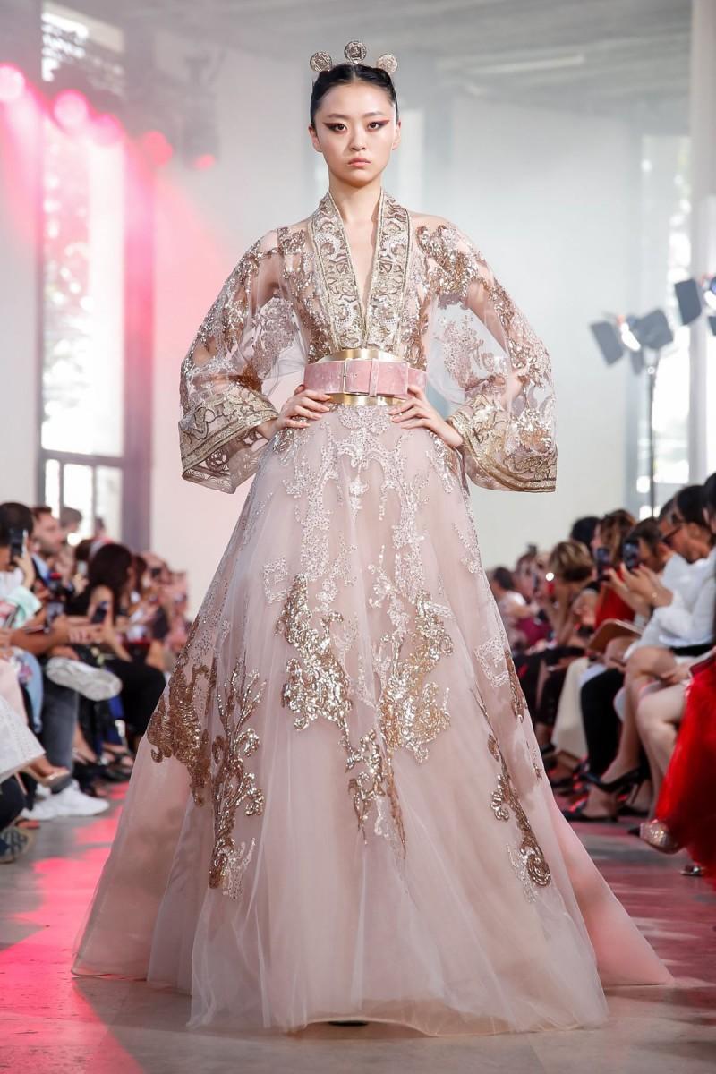 ملابس بنات عرض ازياء فستان سهرة صور فساتين سهره صور ملابس 2020 46